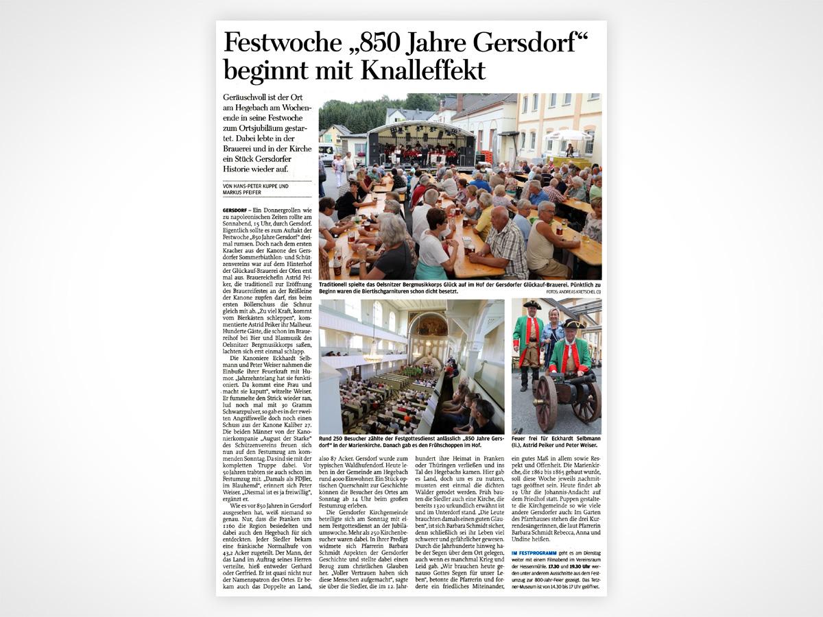 Traditionell spielte das Oelsnitzer Bergmusikkorps Glück auf im Hof der Gersdorfer Glückauf-Brauerei. Pünktlich zu Beginn waren die Biertischgarnituren schon dicht besetzt.